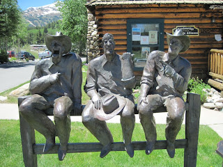 3 Cowboys sculpture