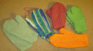 knitted mittens for homeless