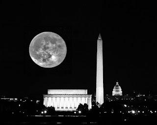 "Partida ""Cthulhu for  president"" - Página 9 Moon%2BOver%2BDC%2B22NOV2010_edited-1"