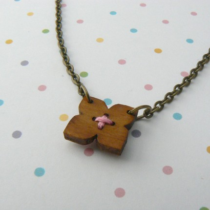 [woodnecklace]
