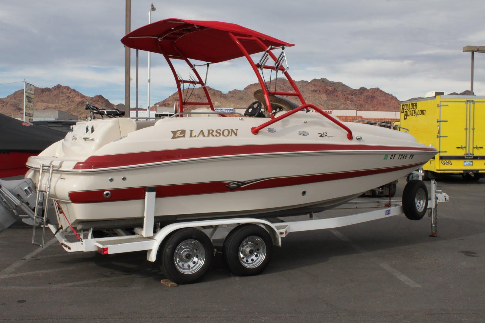 Larson 2002 213 Escape Deck Boat
