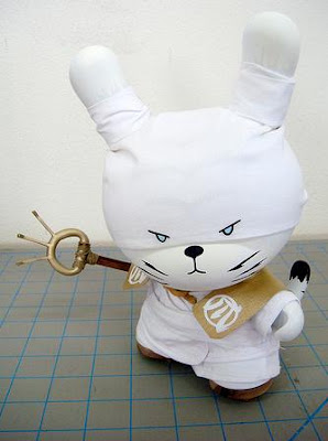 Huck Gee - The Legendary Golden Claw 8 Inch Dunny