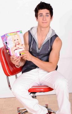ver la reacción de David Henrie al ver a Selena rubia en una revista