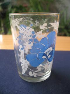 Biasanya gelas-gelas ini diperolehi daripada hadiah atau pemberian