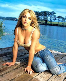 britny spears clevage