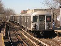 Tren B en dirección a Bedford Park Boulevard, el 20 de abril de 2007, por Adam E. Moreira