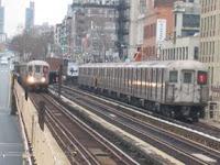 Trenes R62A en la calle 125 y Broadway, el 16 de enero de 2005. Oren's Transit Page