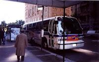 Autobús Número 9612 de NYC Transit estacionado en la Séptima Avenida