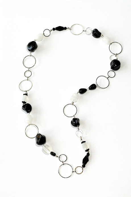 Collana cerchi bianco nera