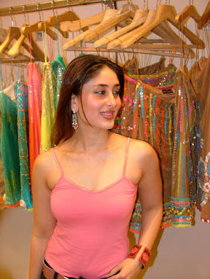 kareena kapoor hot wallpapers in bikini. Kareena Shahid Kapoor