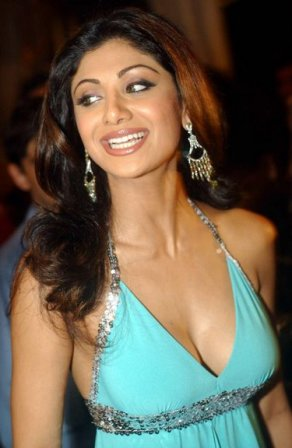 Shilpa Shetty Hot Pics Pictures Photos Wallpapers Photoshoot Sizzling Bold Spicy Bikini Girl Babe Bollywood Actress Latest Upcoming Movies Hot News Gossips 2010 Priyanka Chopra Hot Kiss Pics Pictures Photos Wallpapers