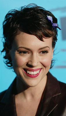 Alyssa Milano Short Crop Haircuts for Heart Face Shapes
