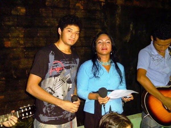 Participação da  cantora Thieza Melo na celebração da missa no setor