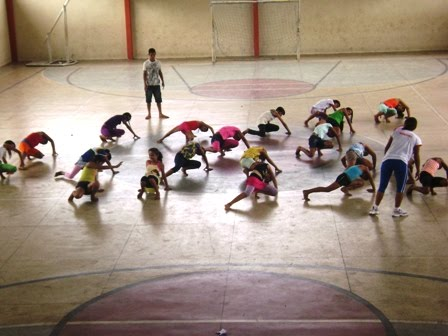 Atividades na Quadra Poliesportiva- Projeto As Marias alunos do 1º turno