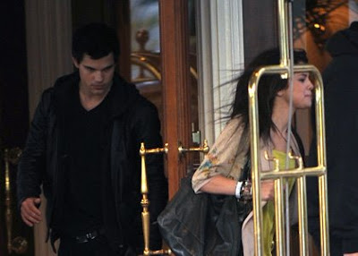 Selena Gomez  Taylor Lautner on Selena Gomez And Taylor Lautner   Blue Badger