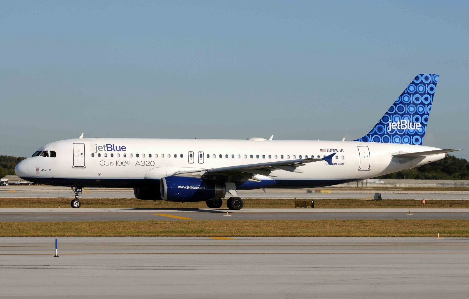 jet blue airways essay Open document below is an essay on jet blue airways from anti essays, your source for research papers, essays, and term paper examples.