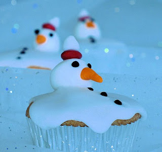Cherrapeno makes melted snowman cupcakes.