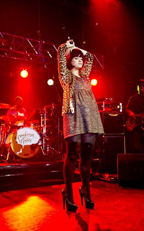 A Pregnant Lily Allen Hits The Stage!