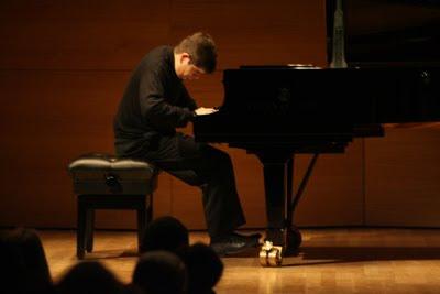 Javier Perianes durante un concierto en el Centro Cultural Cajasol de Sevilla en enero de 2009 (© Juan Carlos Muñoz)