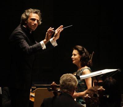 Pedro Halffter y Monica Groop en el concierto de la ROSS del 22 de diciembre de 2009 (© Victoria Hidalgo / Diario de Sevilla)