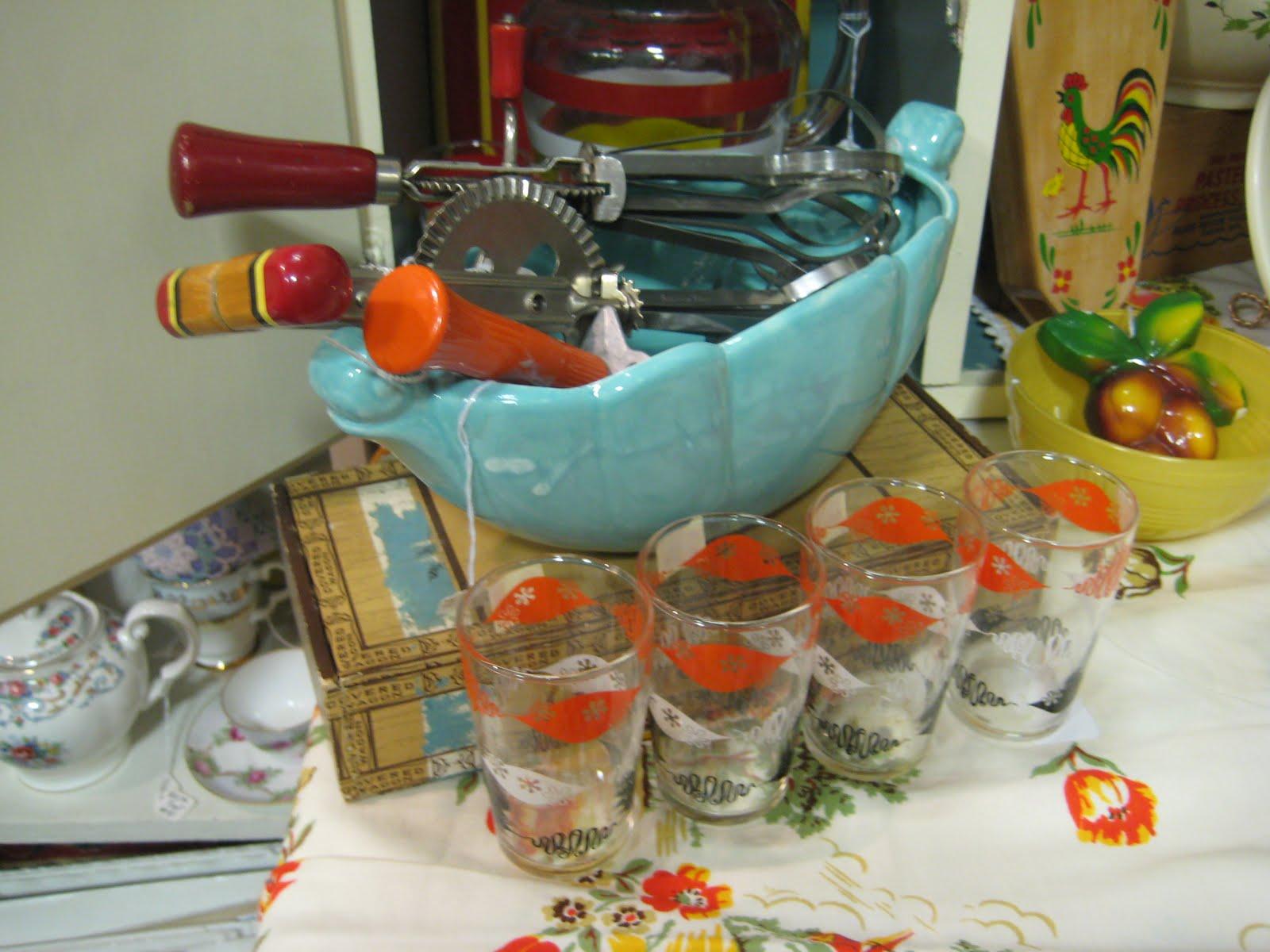 C dianne zweig kitsch 39 n stuff add some excitement to - Turquoise and orange kitchen ...