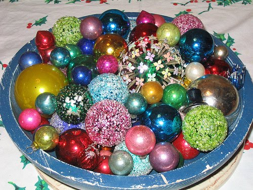 kitschy thrifty retro christmas decorating - Christmas Decorating On A Dime