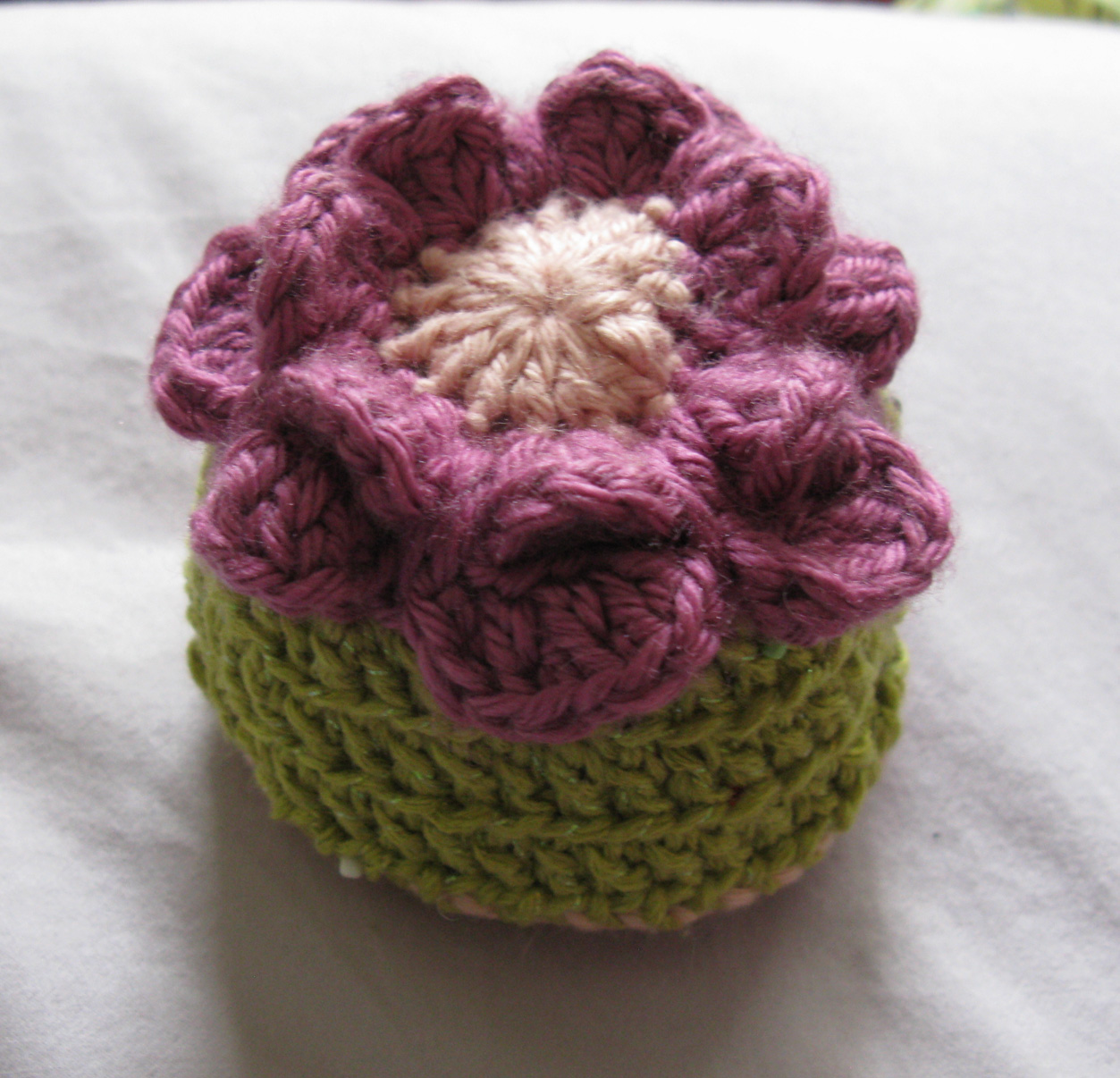 Crochet patterns: Pincushions - by Thom W. Conroy - Helium