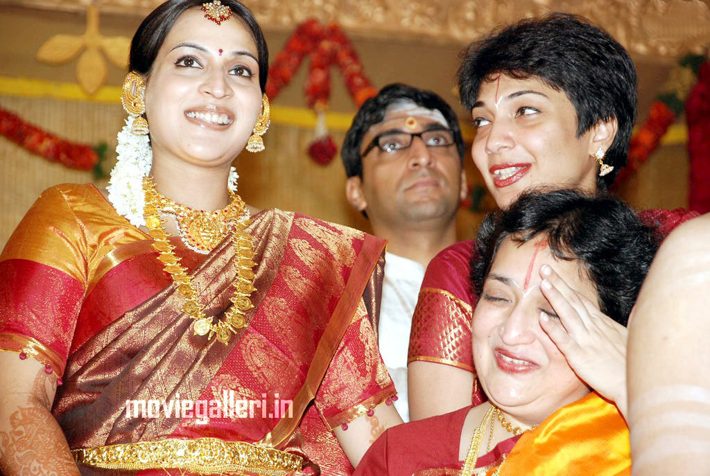 Aishwarya Dhanush @ Soundarya Rajinikanth Wedding Photos, Pictures