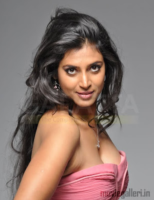 Actress Kasthuri Hot Stills