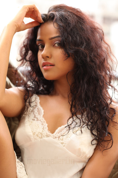, Piaa Bajpai Hot Photoshoot Pics