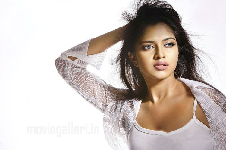 Actress Amala Paul Hot Photoshoot Stills & pics wallpapers