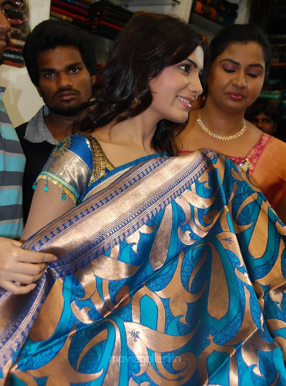 , Sexy Silky Samantha in Saree at Skin Touch Textile Showroom Launch