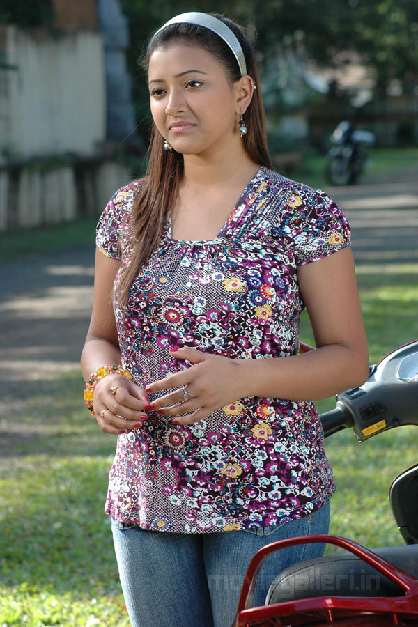 Displaying (17) Gallery Images For Swetha Basu Prasad Navel... Naan Avan Illai 2