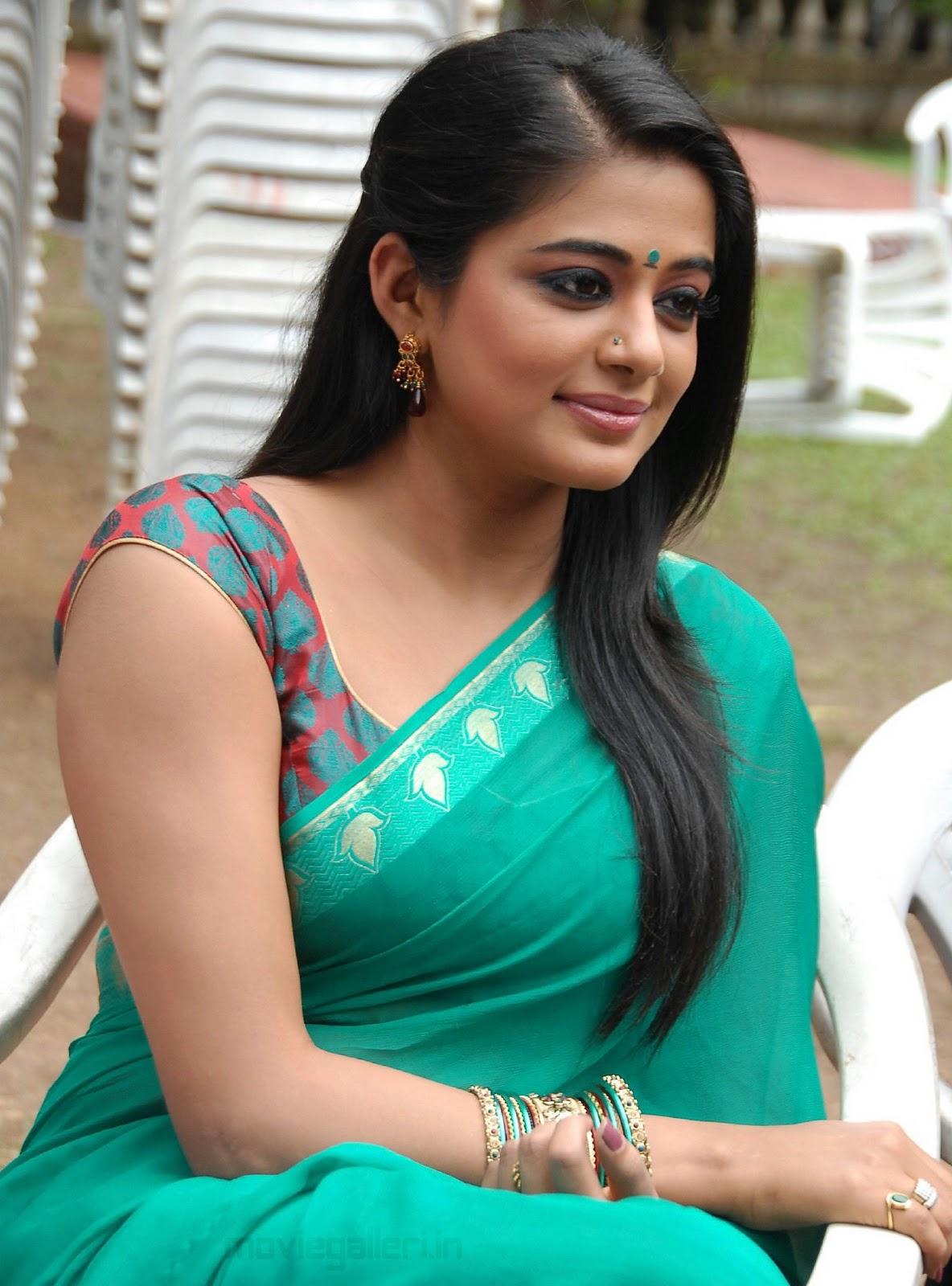 Priyamani Hot Saree Navel
