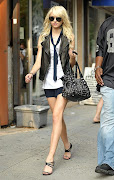 Taylor Momsen vs Irina Lazareanu