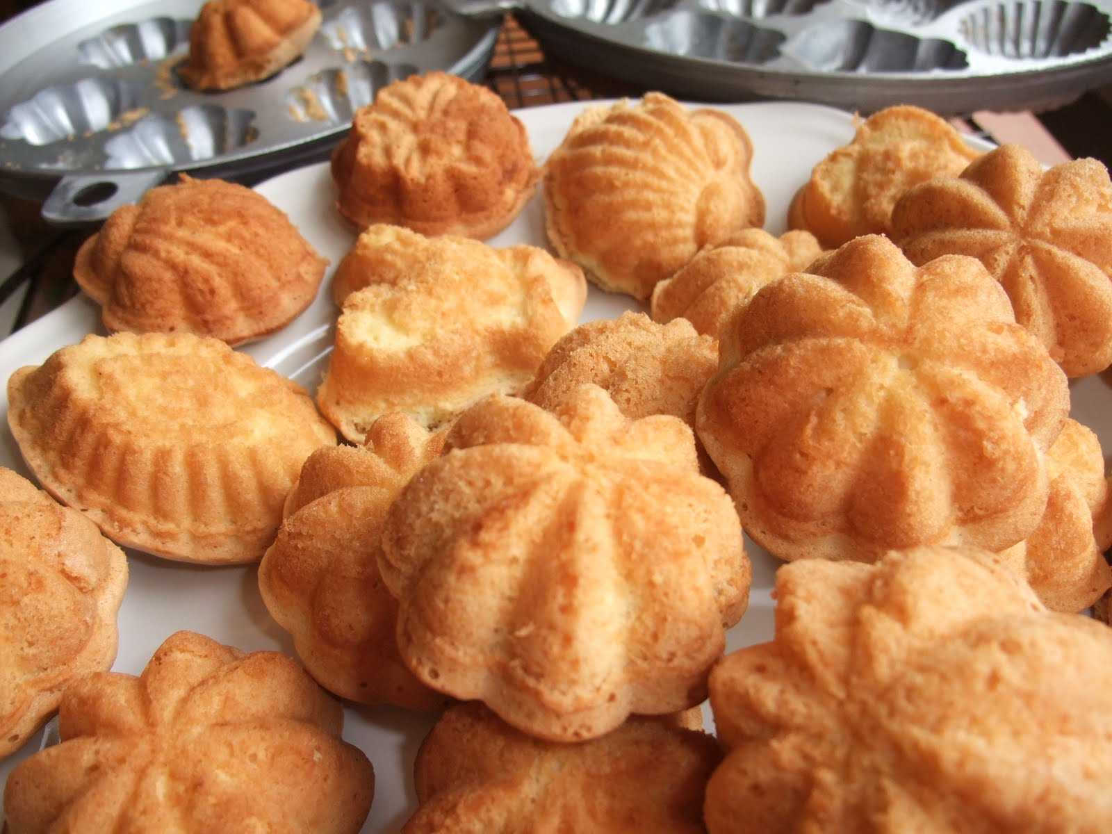 kuih bahulu again finally i bought 2 kuih bahulu moulds i could not ...