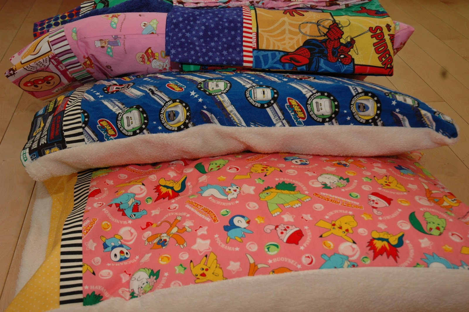 A busy lizzie life: Homemade pillow cases