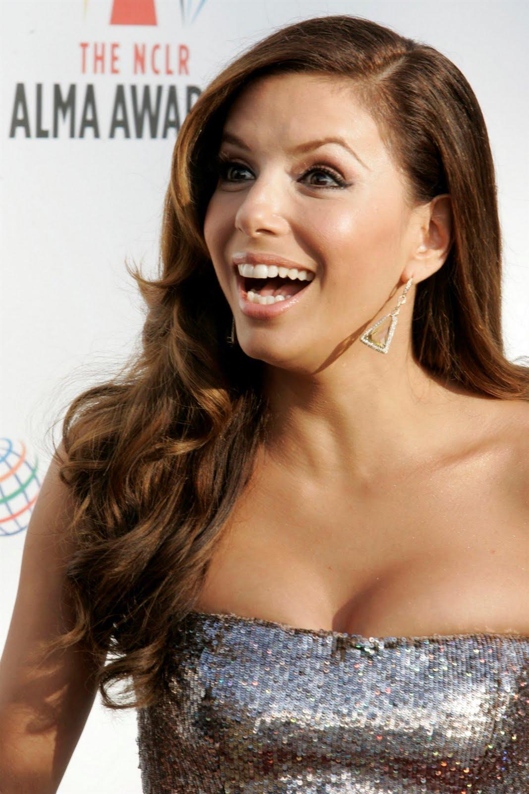 http://4.bp.blogspot.com/_eg7JvIinZrE/SwiyOeW8RbI/AAAAAAAALBk/-TFP1bybq1A/s1600/96267_celebrityheart.blogspot.com_546_123_236lo.jpg