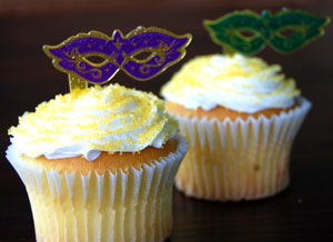 Mardi Gras cat-eye mask cupcakes