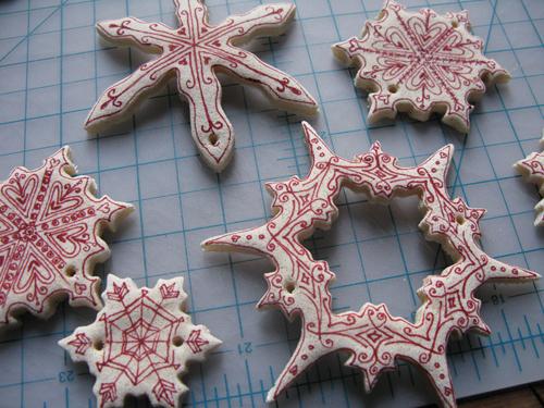 Adornos de Navidad en masa o pasta de sal (copos y estrellas)