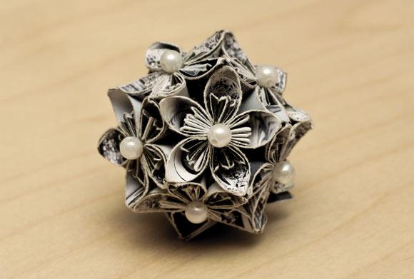 Esfera de flores Kusudama, en papel reciclado (topiarios o colgantes)
