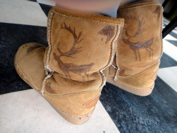 When cool gal Paula showed me these snow boots of hers with moose tattoos,