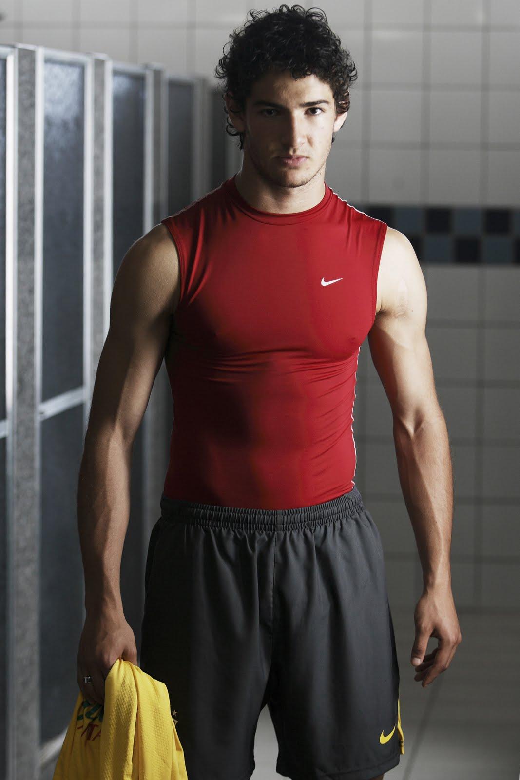 http://4.bp.blogspot.com/_eiTZ-nCywi0/S6wKboyDV9I/AAAAAAAAAIo/5ox7Pq48L0Q/s1600/Pato+-+Nike2+(2333+x+3500).jpg