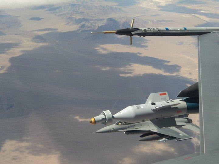 الموسوعه الفوغترافيه لصور القوات الجويه الملكيه السعوديه ( rsaf ) - صفحة 4 PAF_Saudi_Air_Force_Air_Refueling_3