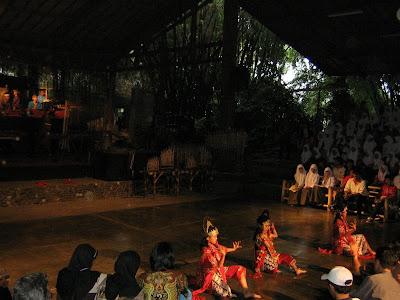 Topeng dance