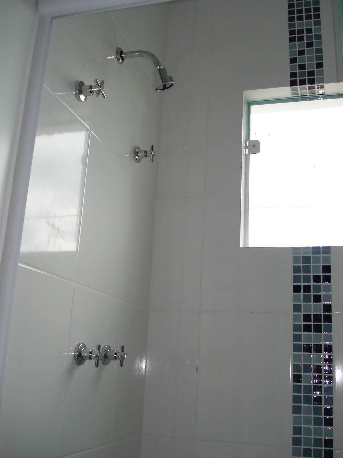 Nos banheiros fica faltando ainda os chuveiros elétricos (resolvemos  #2B3236 1200 1600