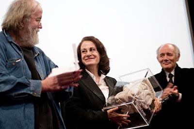 Mariana Cordero, attrice in Tres Dìas, riceve il premio Asteroide