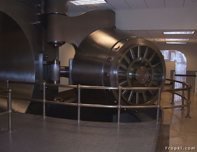 Largest Bank Vault Door In the World, The vault is located  at the Federal Reserve Bank of Cleveland. The door has a height of 226 inches  and weighs 42 metric tons. It also carries the distinction of having the largest  hinge ever built. The vault is not longer in use, but the door remains for  historical value.