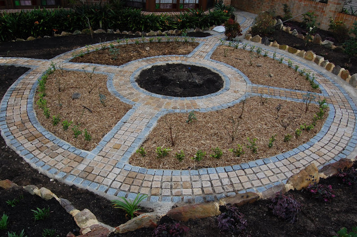 granite paving wheel by Alex de Julian