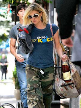 DREW BARRYMORE wears batik bag from Indonesia